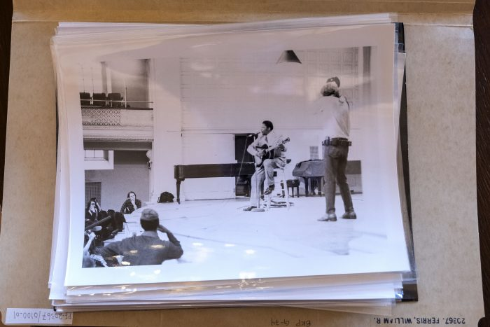 A pile of photographs from the 250,000-item Ferris Collection reveals the world of blues musicians, gospel music and sto- rytelling that Ferris has documented since age 12. In the one on top, Ferris captured his collaborator Dale Lindquist filming B.B. King performing at Yale.