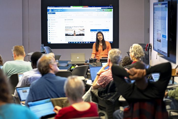 Instructor Thao Nghi Tu shows a group of faculty how to use Sakai and Zoom. Photo by Jon Gardiner.